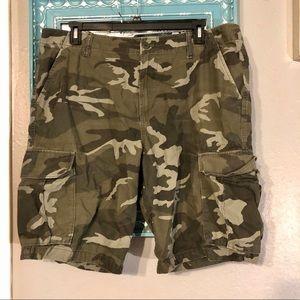 Old Navy Camo Cargo 40 Tall Shorts